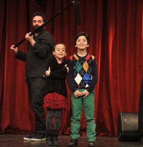 Çevik, ailesiyle sahnede