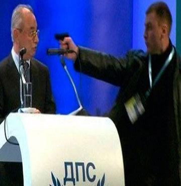 Türk vekile silah çeken saldırganın cezası belli oldu