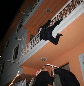 Konya,hırsız,suçüstü,gurbetçi aile,Suçüstü böyle yapılır,Konya'da polis, hırsızı suçüstü yakaladı