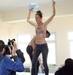 FEMEN,seçim,eylem,slogan,üsküdar FEMEN eylem,FEMEN'den seçim eylemi