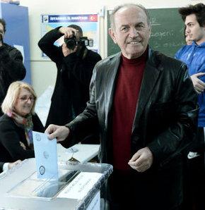 Kadir Topbaş, AK Parti İstanbul Büyükşehir Belediye Başkan adayı, oy kullandı