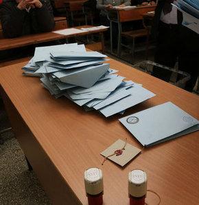 İstanbul'da oylar sayılmaya başlandı, Mustafa Sarıgül'ün oğlu sandık başında nöbette!