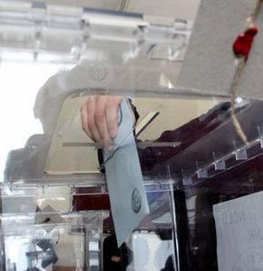 Bitlis'te sandık kurulu başkanı Oy pusulalarını mühürleyip getirdi