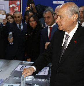 Milliyetçi Hareket Partisi (MHP) Genel Başkanı, Devlet Bahçeli, oyunu kullandı, Beştepe Anıttepe İlkokulu,