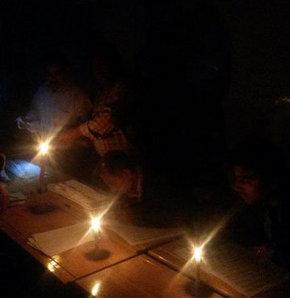 Mum ışığında oy sayımı, oy sayımı sırasında elektrik kesintileri, yerel seçim
