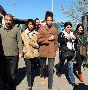 İstanbul'da eylem yapan FEMEN üyesi 2 kadın savcılık sorgusunun ardından sınır dışı edilmek üzere polise teslim edildi.