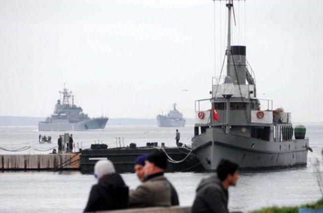Boğazlarda savaş gemisi hareketliliği, Boğazlarda savaş gemisi trafiği.