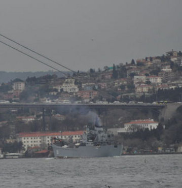 Boğazlarda savaş gemisi hareketliliği