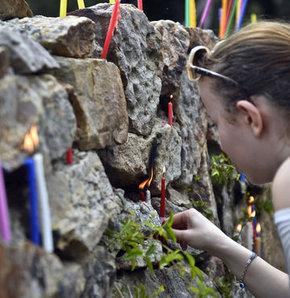 Binlerce kişi dilek için Aya Yorgi'ye tırmandı