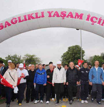 Bakan Müezzinoğlu halk sağlığı yürüyüşünde