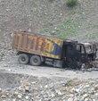 PKK askeri birliğe kum taşıyan 2 kamyonu yaktı