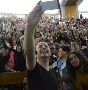 Tolga Çevik ve ODTÜ'lülerden selfie!