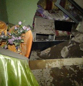 Kars'ta sağanak nedeniyle bir ev çöktü,Kars'ın Kağızman ilçesinde etkili olan sağanak yağış nedeniyle bir ev çöktü
