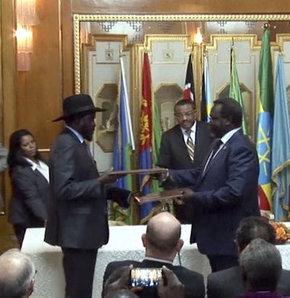 Güney Sudan Cumhurbaşkanı Salva Kiir Mayardit ile darbe girişiminde bulunduğu iddia edilen eski yardımcısı Riek Machar arasında iç savaşın sonlandırılması için ateşkes anlaşması imzalandı.