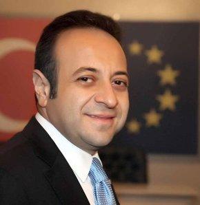 Danıştay'ın olaylı yıldönümü toplantısında yaşananlara AB eski Bakanı Egemen Bağış da tepki gösterdi. Bağış, Başbakan Recep Tayyip Erdoğan'ın konuşmasına kızdığı Türkiye Barolar Birliği (TTB) Başkanı Metin Feyzioğlu'nun