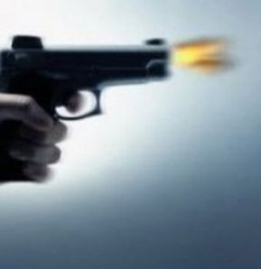Sakarya'da silahlı saldırı!,Sakarya'nın Erenler ilçesinde silahlı saldırıya uğrayan bir kişi bacaklarından yaralandı