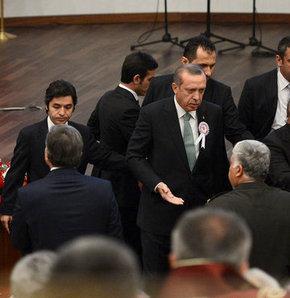 Başbakan Erdoğan Baralor Birliği Başkanı Metin Feyzioğlu'na tepki gösterip salonu terketti, Danıştay'da Erdoğan tepkisi, Başbakan Erdoğan'dan Barolar Birliği Başkanı'na sert tepki