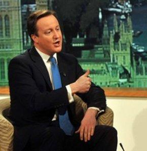 Cameron, Nijerya'da Boko Haram terör örgütü tarafından kaçırılan ortaokul öğrencilerinin serbest bırakılması için çağrıda bulunduğu programda konuşmasını uzatınca beklenmedik bir tepkiyle karşılaştı.