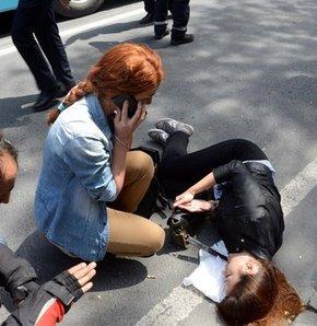 Taksim'de genç kıza minibüs çarptı, Minibüs çarptı, Taksim'de avukattan insanlık dersi,Avukattan ilk yardım dersi,Taksim'de yüreklerin ağza geldiği an!