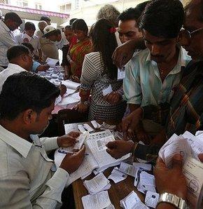 Hindistan'da seçimlerin son aşaması tamamlandı,Hindistan'da ilk aşaması 7 Nisan'da yapılan genel seçimin 9. ve son aşaması tamamlandı