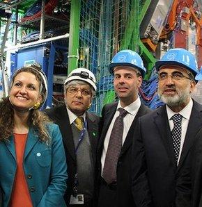 Türkiye, dünyanın en önemli araştırma merkezlerinden olan İsviçre´deki Avrupa Nükleer Araştırma Merkezi´ne (CERN) ortak üye oldu.