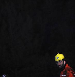 Manisa'nın Soma ilçesindeki kömür ocağında 200'ün üzerinde işçi karbonmonoksit zehirlenmesi nedeniyle hayatını kaybetti.