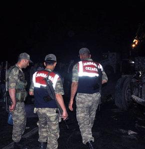 TIR ile kamyon çarpıştı,Şırnak'ın Silopi ilçesinde bir TIR ile kamyonun çarpışması sonucu: 2 kişi öldü, 3 kişi yaralı