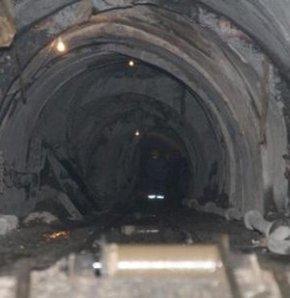 Bir kötü haber de Çin'den geldi!,Çin'de maden kazası!,Çin'in kuzeyindeki Shaanxi eyaletinde oluşan maden kazasında 2 kişinin öldüğü, 11 kişinin ise mahsur kaldığı bildirildi