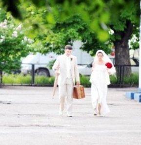 gelin, düğün, gelin çantası, gelinler için acil durum çantası, gelin çantasında olması gerekenler