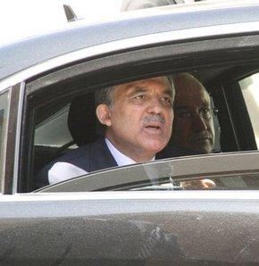 Cumhurbaşkanı Abdullah Gül, Soma'daki maden kazasında yaralanan işçileri Akhisar Devlet Hastanesi'nde ziyaret etti