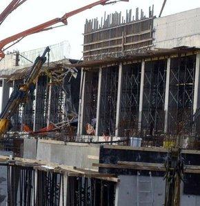 Yine bir iş kazası,Fabrika inşaatında iskele çöktü: 4 işçi yaralı