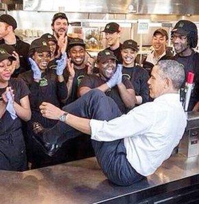 Obama işçilerle şakalaştı, Obama işçilerle böyle şakalaştı, Obama işçilerle yemek yedi, Obama işçilerle bir araya geldi.