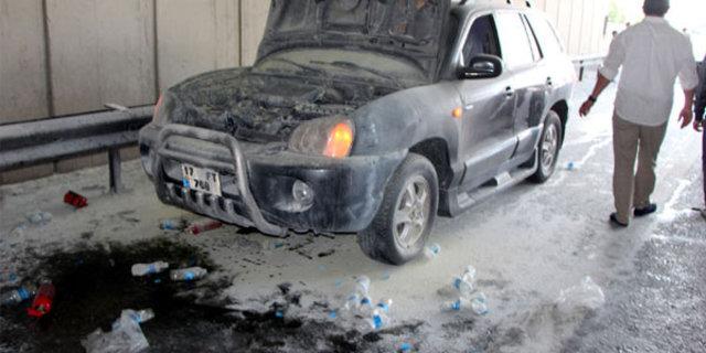 E-5'te'de inanılmaz olay, Yanan otomobilini Küçük Cengiz'in sattığı içme suyuyla söndürdü