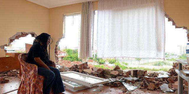 Boşanma davası açan eşinin evini kepçeyle yıktı, boşanmak isteyen eşinin evini kepçeyle yıktırdı