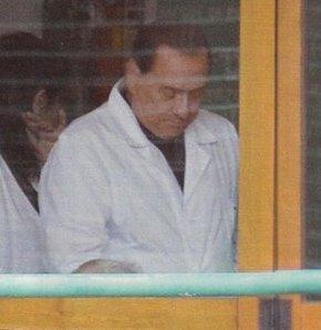 Berlusconi işbaşı yaptı, Berlusconi'nin cezası başladı, Berlusconi, Berlusconi huzurevinde.