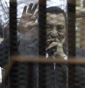 Mübarek'e üç yıl hapis cezası, Mısır Mübarek, Mübarek'in cezası belli oldu, Mübarek'in cezası, Mübarek'e hapis cezası, Mübarek hapis cezası.