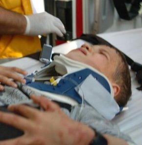 Çanakkale'de 7 yaşında bir çocuk bacakları kırılmış ve başından yaralanmış halde yol kenarında bulundu