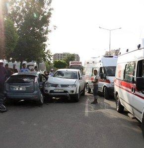 Siirt'te kaza,Siirt'te askerlerin bulunduğu araç kaza yaptı: 5'i asker 7 yaralı