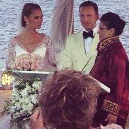 Aksoy 'Gözde'siyle evlendi