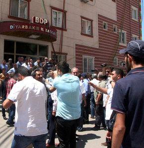 PKK'nın çocuklarını kaçırdığı aileler BDP'yi bastı!, Diyarbakır'da aileler ayaklandı, PKK'nın çocuklarını kaçırdığı aileler BDP'yi bastı!, PKK'nın çocuklarını kaçırdığı aileler ayaklandı,