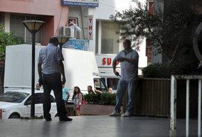 Bunalıma giren kişi korku dolu anlar yaşattı Belediye önünde korku dolu anlar Aydın'da dehşet dakilaları Belediye önünde intihar teşebbüsünde bulundu