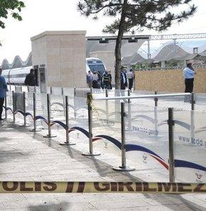 Ankara'da Yüksek Hızlı Tren'de bomba paniği,Yüksek Hızlı Tren'de bomba paniği,THY'de bomba paniği,Yüksek Hızlı Tren'e bomba ihbarı