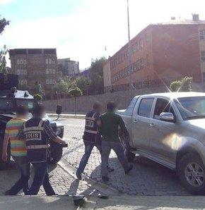 Hakkari'de yangına müdahale eden itfaiyecilere saldırı