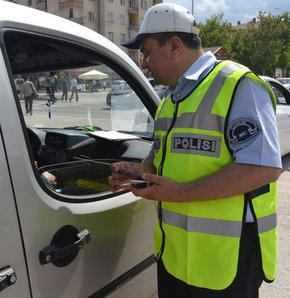 Emniyet şeridini giren sürücüler trafik cezası kesildi
