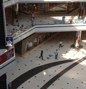 Şişli'de alışveriş merkezinde intihar AVM'de şoke eden olay AVM'de intihar şoku Şişli'de alışveriş merkezinde intihar