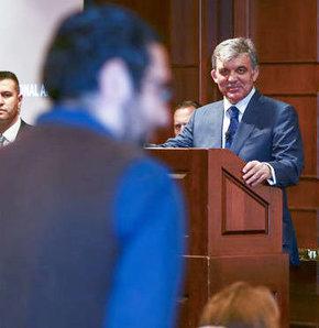 Cumhurbaşkanı Gül, Harvard'da konuştu, Cumhurbaşkanı Gül'e Harvard'da Türk katılımcıdan çarpıcı soru