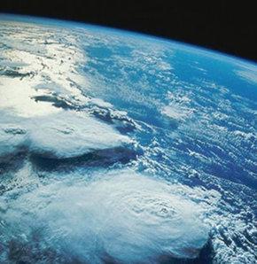 Bilim insanları yerin kilometrelerce altında devasa bir okyanus buldu. Bu okyanus Dünya yüzeyinde bulunan tüm okyanuslardan 3 kat daha fazla suyu içerisinde barındırıyor.
