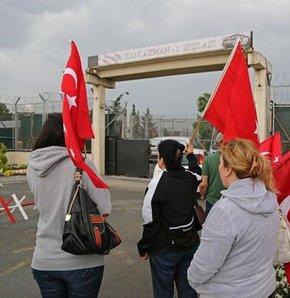 Balyoz Davası sanıklarından Albay Sinan Topuz Mamak Cezaevi'nden çıktı