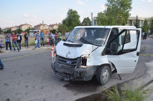 İşçi servisi kaza yaptı: 25 yaralı