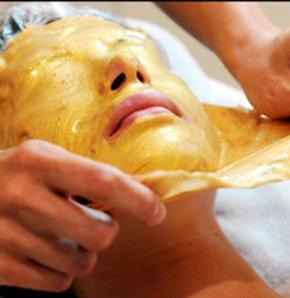Canlı cildin sırrı altın maske